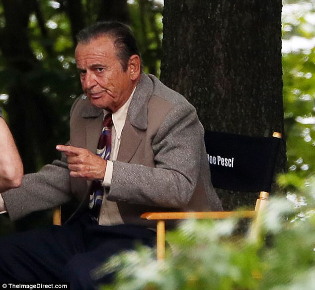 4483D00700000578-4904316-He_s_got_the_chair_Joe_Pesci_was_spotted_filming_a_scene_for_Net-a-63_1505943753217