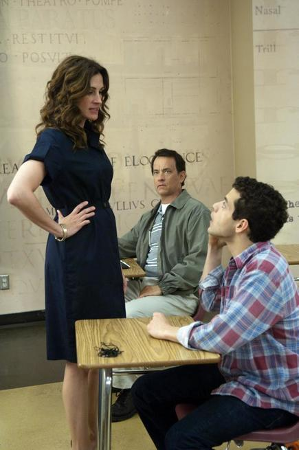 LARRY CROWNE, from left: Julia Roberts, Tom Hanks, Rami Malek, 2011. ph: Bruce Talamon/©Universal Pictures