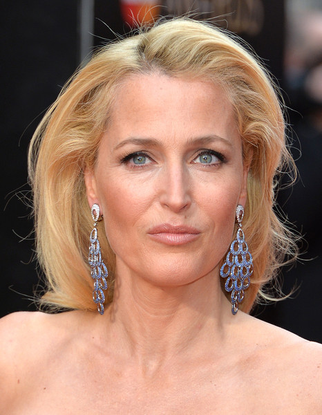 Gillian+Anderson+Olivier+Awards+Red+Carpet+9CFRI78qG13l