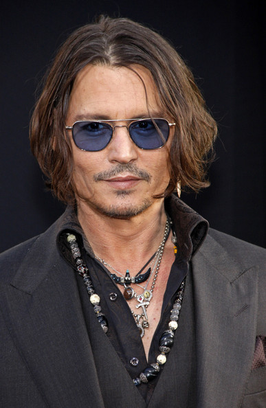 Johnny+Depp+Celebs+Dark+Shadows+Premiere+LA+G78_lvQm-Hfl
