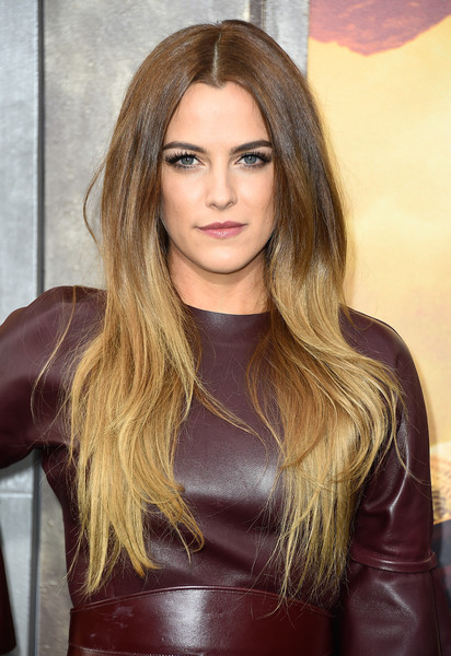 Riley+Keough+Premiere+Warner+Bros+Pictures+b_zt67RjTsll